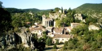 cirque-de-moureze-et-son-village-herault-le-languedoc